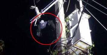 เหตุเพราะความจน! หนุ่มอ้างตกงานปีนเสาไฟหวังตัดสายไฟไปขาย ถูกช็อตหวิดดับ