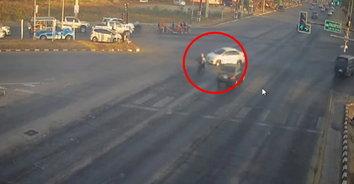 รถเก๋งฝ่าไฟแดงชนบิ๊กไบค์ หลังเกิดเหตุคิดหนีนำรถไปจอดทิ้งไว้บ้านญาติ