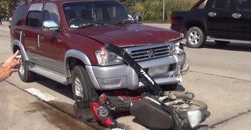 อุบัติเหตุสลด! รถแวนชนทับ จยย.ติดใต้ท้องรถตายคาที่