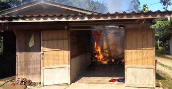 อุบัติเหตุสลด! เสียบมือถือไว้ไฟไหม้บ้าน เมียตายผัวสาหัส