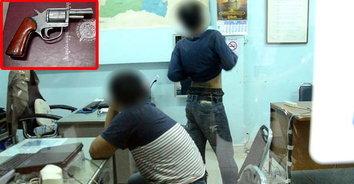 สิ้นท่า! รุ่นพี่วัย 15 โชว์เก๋า ควักปืนลูกโม่ขู่เด็ก ม.ต้น ก่อนถูกตำรวจรวบทันควัน