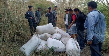 ตชด.146 จับชาวเมียนมาลอบขนกระท่อมผงกว่าครึ่งตันเข้าไทย อาทิตย์เดียวจับแล้วกว่า 1 ตัน