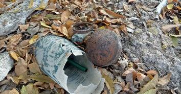 หนุ่มดักนกผงะ! พบระเบิดพร้อมใช้ถูกทิ้งกลางทุ่ง โร่แจ้งเจ้าหน้าที่เก็บกู้