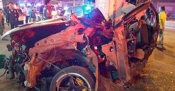 ซิ่งมรณะ! พ่อค้าข้าวโพดปิ้งซิ่งกระบะอัดเสาไฟฟ้า รถขาดสองท่อนเสียชีวิตคาซากรถ