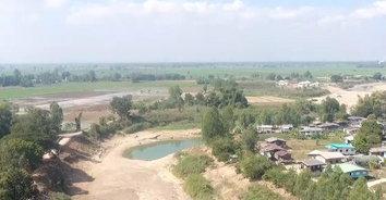 แล้งสะพรึง! แม่น้ำยมแห้งเหลือน้ำเป็นบ่อลึกสุดท้ายของหมู่บ้าน