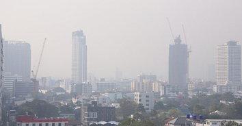 """""""ฝุ่นพิษ"""" เมืองกรุงยังฟุ้งเกินมาตรฐาน 3 จุด"""