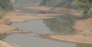 ภาพสะพรึง! ภัยแล้งส่อเค้ารุนแรงน้ำในแม่น้ำยม แห้งขอดจนเหลือแต่ดิน
