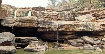 ภาพสะพรึง! น้ำตกแก่งโสภาแห้งขอดโขดหินขนาดมหึมาโผล่ แล้งหนักสุดในรอบ20 ปี