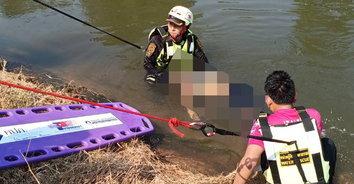 อุทาหรณ์! สาวใหญ่กระโดดลงเล่นน้ำคลายร้อน แต่ว่ายน้ำไม่เป็นจมน้ำดับ