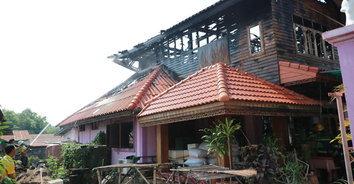 ไฟไหม้บ้านวอดทั้งหลัง เสียหายกว่า 2 ล้านบาท โชคดีไม่มีผู้เสียชีวิต