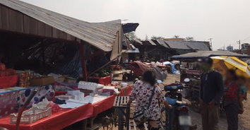 พังพินาศ! พายุงวงช้างงวงใหญ่หมุนถล่มร้านค้ากว่า 10 หลัง คนขายเจ็บอีก 1 ราย