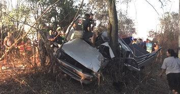 สุดเศร้า! หนุ่มโพสต์เฟซบุ๊คชวนเพื่อนเที่ยว ขากลับรถชนต้นไม้ดับ เพื่อนบาดเจ็บ 7 คน
