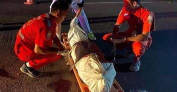 พ่อเฒ่าเมาเหล้าหายออกจากบ้าน ก่อนถูกรถชนดับสลด ก่อนหลบหนี
