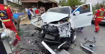 ซิ่งเพราะห่วงเมีย! แฟนสาวน้อยใจกินยาพิษ หนุ่มรีบซิ่งไปส่ง รพ. รถอัดก็อปปี้