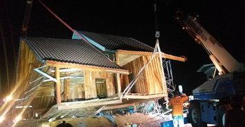 สุดสลด! พายุพัดบ้านทรงไทยพังถล่มทับเด็ก 15 ขวบ เศร้าตั้งใจทำงานหารายได้