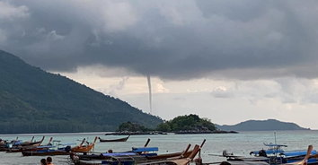 หาชมยาก! พายุงวงช้างก่อตัวบริเวณเกาะอาดัง