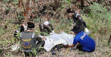 แทบช็อค หาของป่าเจอศพชายนิรนามผูกคอตาย