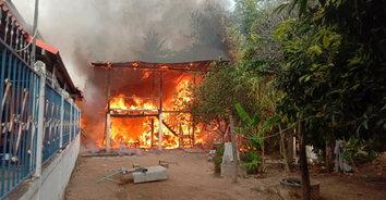 ผู้ใหญ่บ้านฮีโร่ ช่วยยายถูกไฟคลอก ไหม้วอดทั้งหลังเสียหายกว่า1ล้านบาท