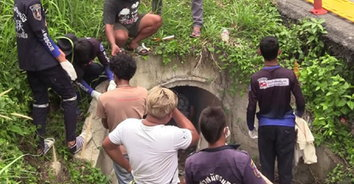 สุดงง! ตายพิสดารพบศพและจยย.ค้างในท่อระบายน้ำคอนกรีต