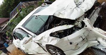 อุทาหรณ์ถนนลื่น รถเสียหลักข้ามเลนพุ่งชนประสานงานเจ็บสาหัส 8 ราย