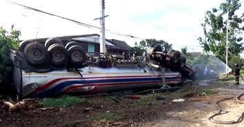 รถบรรทุกน้ำมันพ่วงชนยับ 7 คัน บาดเจ็บนับ 10 เสียชีวิต 1 ราย