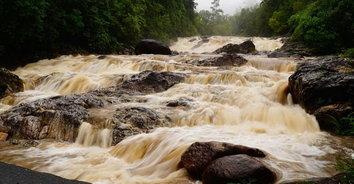 ภาพน่ากลัว! ฝนตกหนักเฝ้าระวังน้ำป่าไหลหลากบริเวณน้ำตก 24 ชั่วโมง
