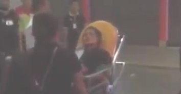 อุกอาจ! หนุ่มหึงโหดดักแทงแฟนเก่าคาลานจอดรถในห้าง