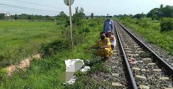 ชนสยอง! รถไฟโดยสารชนผู้เฒ่านิรนามตายคาที่