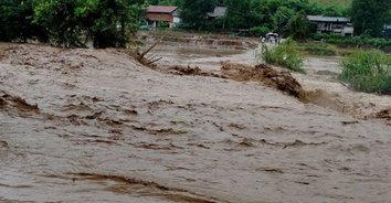 """พ่อเมืองน่านสู้เต้มที่ รับมือฝนตกพิษ """"พายุซินลากู"""""""