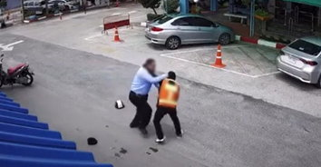โหดจัด! วินหัวร้อนต่อย รปภ. ฉุนถูกเตือนขี่รถย้อนศร