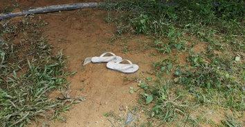 เหลือเพียงรองเท้าไว้ดูต่างหน้า! ลูกตามหาพ่อหายพบรองเท้าก่อนจมน้ำเสียชีวิต