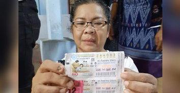พอได้ยิ้มออกบ้าง! ลูกสาวซื้อหวยตามอายุแม่ที่เสียชีวิตถูกตรงๆ รับ 12,000,000