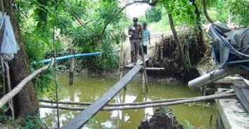 ญาติเศร้าแม่เฒ่า 90 นั่งขัดสมาธิตาย หลังลื่นตกสะพานจมน้ำ คาดเดินไปหาลูกชาย
