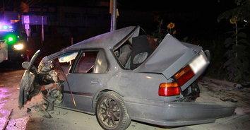 ฝนตกถนนลื่น หนุ่มซิ่งรถหรูชนเสาไฟข้างทางเสียชีวิต
