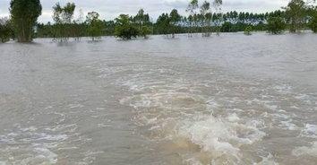 อ่วมหนัก! น้ำท่วมปราจีนบุรี เพิ่มสูงกว่า 3 เมตร