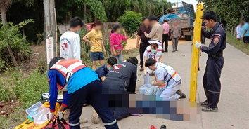 เด็กสาว ม.4 ขับรถก้มเก็บซีดีมาทำราย เกิดเสียหลักประสานงานรถบรรทุกดับคาที่