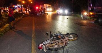 ญาติร่ำไห้! รถยนต์กระบะชนท้ายรถจักรยานยนต์ อดีตผู้ใหญ่บ้านเสียชีวิต