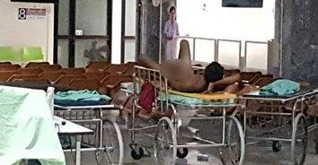 เก็บทรงไม่อยู่! หนุ่มสติไม่ดีนอนแก้ผ้า จับอวัยวะเพศโชว์กลางโรงพยาบาล
