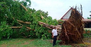 มหันตภัยฟ้าพิโรธถล่มธรณี! พายุฤดูร้อนถล่มสระแก้วเสียหายแล้วกว่า 200 หลัง
