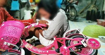 หัวใจแหลกลาน! ป้าใจสลาย ซื้อจักรยานเป็นของขวัญ หลาน 2 ขวบขับไปเล่นจมน้ำมูลดับสลด