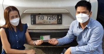 ตามมา 2 ปี สุดท้ายก็สำเร็จ! หนุ่มเจ้าของฟาร์มหมูดวงเฮงตามซื้อเลขรถรับ 12,000,000