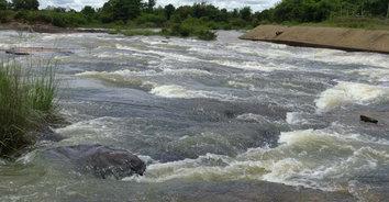 ความสวยงามทางธรรมชาติ ฝนตกส่งผลให้ห้วยหินลาดมีน้ำไหลผ่านลานหินสวยงาม