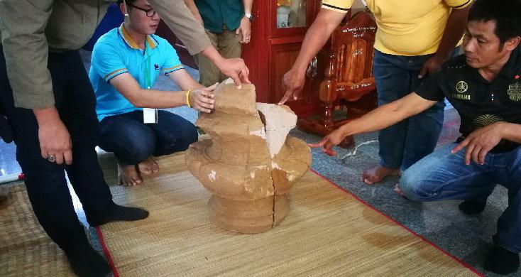 ตาวัย 80 ไถที่เตรียมปลูกมันแต่พบวัตถุโบราณ คาดเป็นเมืองเก่าสมัยนครวัด