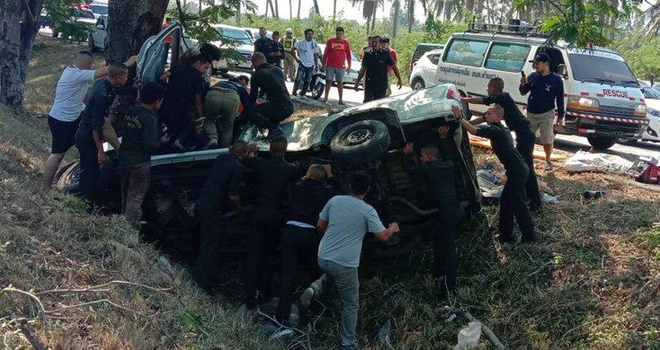 กลับไม่ถึงบ้าน! อุบัติเหตุสยองรถกระบะขับกลับ จ.สตูล ชนต้นไม้ดับ 3 เจ็บ 3