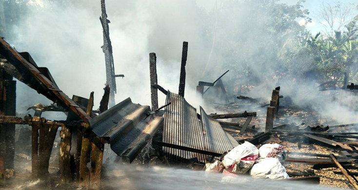 เดชะบุญ! ไฟไหม้บ้านคุณยายวัย 90 ปี หวิดโดนไฟคลอกเสียชีวิต