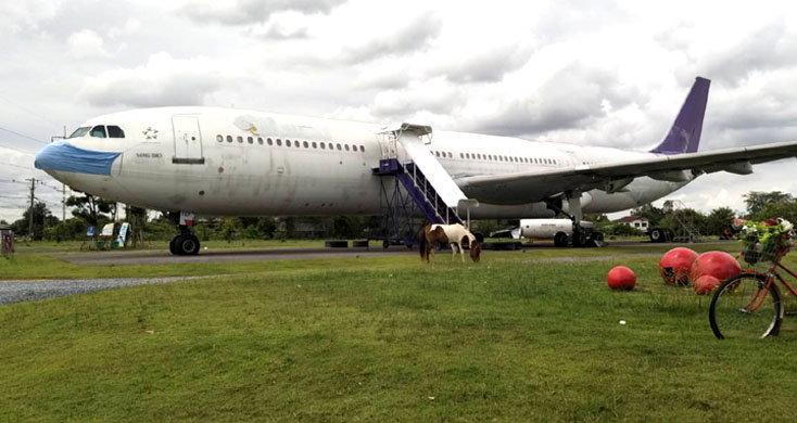 นั่งจิบชิมกาแฟชม Airbus330 กลางทุ่งนา พร้อมเช็คอินชิคชิค