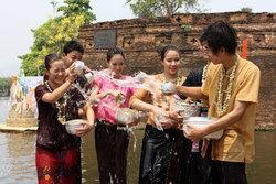สงกรานต์ 2555 รวมสถานที่เล่นน้ำสุดสนุก! (ภาคเหนือ)