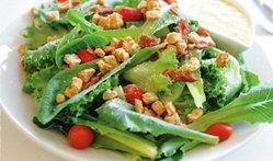 อาหารเพื่อสุขภาพ กับสลัดผักสดพร้อมเสิร์ฟที่ Veggie Veggie