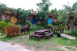 """""""บ้านสวนน้อย รีสอร์ท""""  บ้านพักสไตล์ฮอบบิท...น่ารัก อยู่ไม่ไกล จาก กรุงเทพ"""