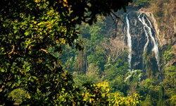 น้ำตกคลองลาน: สัมผัสธรรมชาติงดงามแห่งกำแพงเพชร